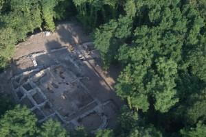 vue aérienne de l'église et des bâtiments connexes (Cliché : D. Martinez, 2012)